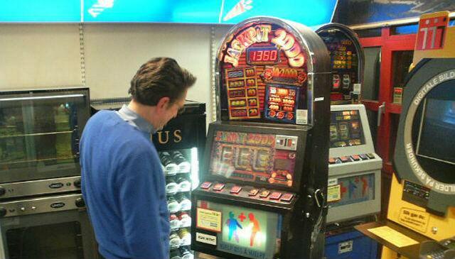 Spill kasinoautomaten Jackpot 6000 hos Casumo.com